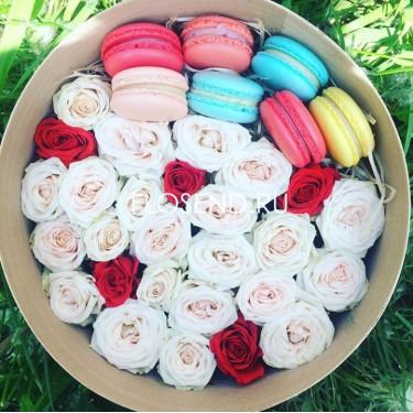 Цветы и макаронс в коробке № 186