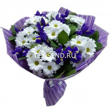 Букет из ирисов и белой хризантемы