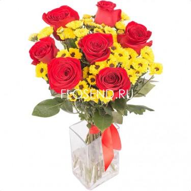 Букет из красных роз и желтых хризантем